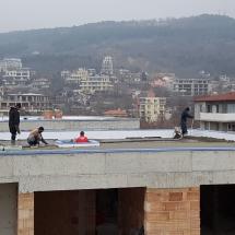 Полагане на покривна замазка на къща 3