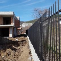 Монтиране на ажурна, метална ограда. Източна фасада.