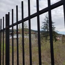 Ажурна, метална ограда на жилищен комплек Четири Къщи, Бриз Варна
