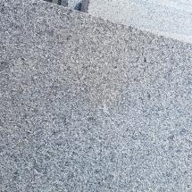 Термолющен гранит за облицовка на верандите