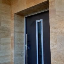Входна врата Hormann, облицовка с травертин